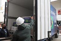 SÃO PAULO, SP, 11.06.2021 - COVID-19-SP - Rejane de Paula, Coordenadora do Centro de Controle de Doenças do Estado de São Paulo, Jean Carlo Gorinchteyn, Secretário Estadual de Saúde de São Paulo, João Doria, Governador de São Paulo, e Dimas Covas, Diretor do Instituto Butantan, durante o anuncio do início do envio das novas remessas de doses da vacina contra o novo coronavírus ao Programa Nacional de Imunizações (PNI) do Ministério da Saúde, no Instituto Butantan, nesta sexta-feira, 11. (Foto Charles Sholl/Brazil Photo Press/Folhapress)