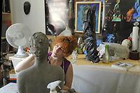 - Milano, Antica Fornace Curti, artigianato del cotto, un'assistente nello studio dell'artista brasiliana Louise Manzon<br /> <br /> - Milan, Ancient Fornace Curti, terracotta craftsmanship, an assistant in the studio of the Brazilian artist Louise Manzon