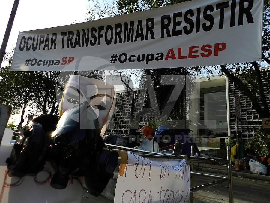 SAO PAULO - SP - 24 DE AGOSTO DE 2013 -  OCUPA ALESP. Manifestantes continuam acampados em frente a Assembleia Legislativa de São Paulo. FOTO: MAURICIO CAMARGO / BRAZIL PHOTO PRESS.