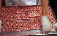 Europe/France/Provence-Alpes-Côte d'Azur/84/Vaucluse/Carpentras: fabrication artisanale de berlingots par Thierry Vial à la confiserie du Mont Ventoux