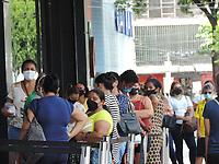 Recife (PE), 11/05/2021 - Comércio-Recife - Movimento intenso no comércio na região central de Recife nesta terça-feira (11).