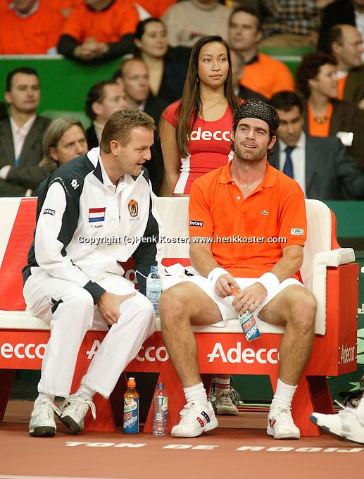 10-2-06, Netherlands, tennis, Amsterdam, Daviscup.Netherlands Russia, Raemon Sluiter and captain Tjerk Bogtstra on the bench