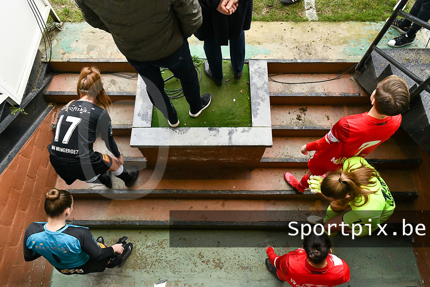 players ready before the female soccer game between Eendracht Aalst and Standard Femina de Liege on the 11 th matchday of the 2020 - 2021 season of Belgian Scooore Womens Super League , Saturday 23 of January 2021  in Aalst , Belgium . PHOTO SPORTPIX.BE | SPP | STIJN AUDOOREN