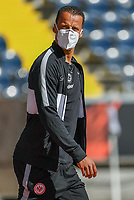 Timothy Chandler (Eintracht Frankfurt) mit Maske im Innenraum der Commerzbank Arena - 16.05.2020, Fussball 1.Bundesliga, 26.Spieltag, Eintracht Frankfurt  - Borussia Moenchengladbach emspor, v.l. Stadionansicht / Ansicht / Arena / Stadion / Innenraum / Innen / Innenansicht / Videowall<br /> <br /> <br /> Foto: Jan Huebner/Pool VIA Marc Schüler/Sportpics.de<br /> <br /> Nur für journalistische Zwecke. Only for editorial use. (DFL/DFB REGULATIONS PROHIBIT ANY USE OF PHOTOGRAPHS as IMAGE SEQUENCES and/or QUASI-VIDEO)
