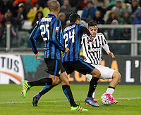 Calcio, Serie A: Juventus vs Inter. Torino, Juventus Stadium, 28 February 2016.<br /> Juventus' Paulo Dybala, right, is challenged by Inter's Jeison Murillo, center, during the Italian Serie A football match between Juventus and Inter at Turin's Juventus Stadium, 28 February 2016.<br /> UPDATE IMAGES PRESS/Isabella Bonotto