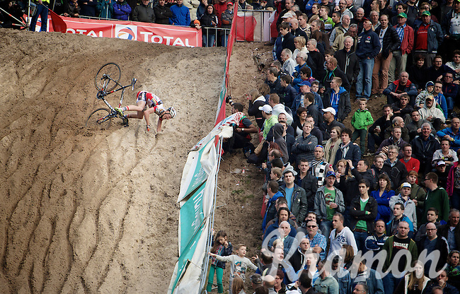 "Tim Merlier (BEL/Sunweb-Napoleon Games) takes a dive into ""The Pit""<br /> <br /> GP Zonhoven 2014"