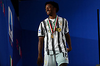 Juan Cuadrado of Juventus celebrates the victory of the italian championship at the end of the Serie A football match between Juventus FC and AS Roma at Juventus stadium in Turin (Italy), August 1st, 2020. Play resumes behind closed doors following the outbreak of the coronavirus disease. Photo Andrea Staccioli / Insidefoto