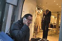 - shopping nel centro di Milano, corso Vittorio Emanuele e via Montenapoleone, negozio Trussardi.- shopping in the center of Milan, Vittorio Emanuele and  Montenapoleone street, Trussardi shop Italian town