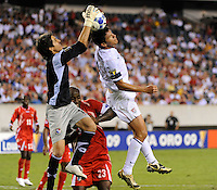 Panama (PAN) goalkeeper Jaime Penedo (1) grabs a pass off the head of Brian Ching (11) of the United States (USA). The United States (USA) defeated Panama (PAN) 2-1 during a quarterfinal match of the CONCACAF Gold Cup at Lincoln Financial Field in Philadelphia, PA, on July 18, 2009.