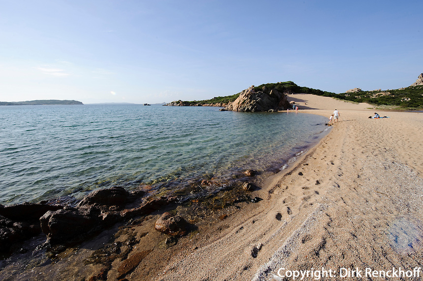 Strand an Nordküste,  Isola La Maddalena, La Maddalena-Archipel (Arcipelago della Maddalena), Provinz Olbia-Tempio, Nord Sardinien, Italien