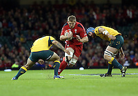 Pictured: Bradley Davies of Wales (C) avoids to Australia players Saturday 08 November 2014<br />