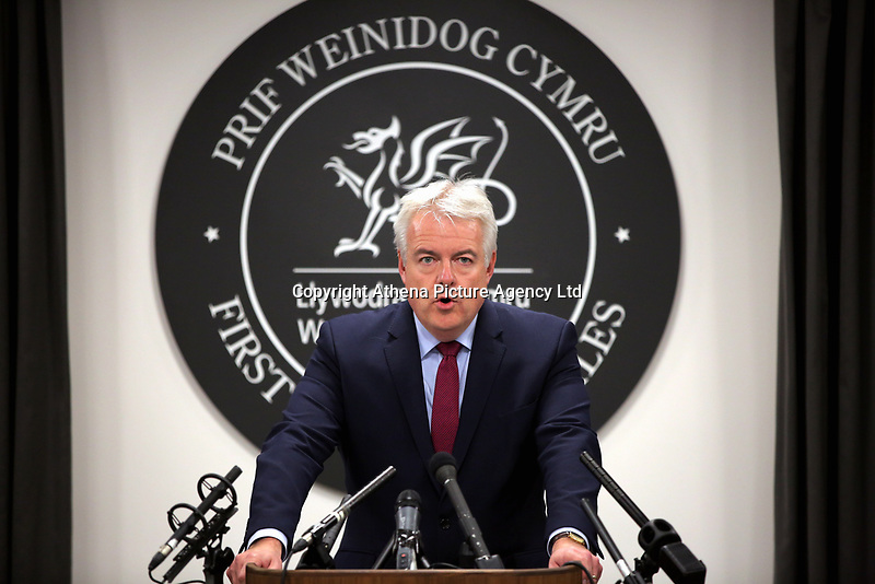 Pictured: First Minister for Wales, Carwyn Jones speaks to the media. Thursday 09 November 2017<br />Re: First Minister for Wales Carwyn Jones gives a press conference after a meeting with Welsh Labour colleagues, Welsh Assembly Government, Cathays Park, Wales, UK