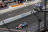 #9: Scott Dixon, Chip Ganassi Racing Honda takes the checkered flags