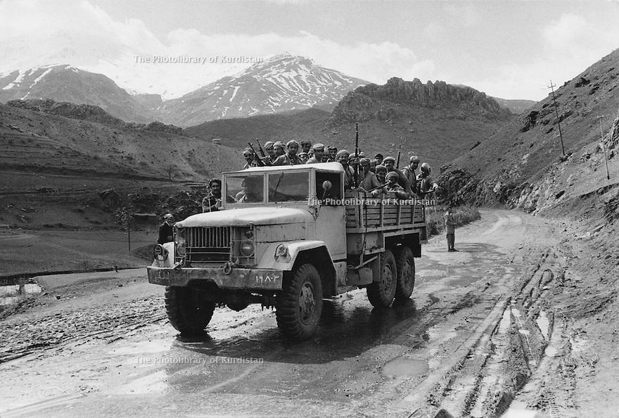 Iraq 1974 <br /> In times of armed struggle,transport of peshmergas by trucks  <br /> Irak 1974 <br /> Au temps de la lutte armée, transport de peshmergas en camion