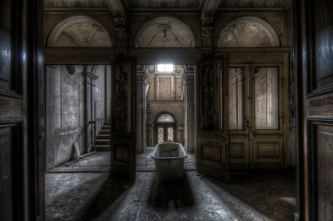 Abandoned ghostly villa in East Germany.<br /> Don't know how the bathtub got there, I do know it weighed a ton.