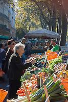 France, Haute-Garonne (31), Toulouse, Marché du Cristal , marché des boulevards d'Arcole et de Strasbourg // France, Haute Garonne, Toulouse,  boulevards d'Arcole and Strasbourg Market