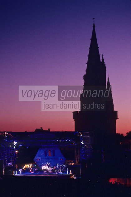 Europe/France/Poitou-Charentes/17/Charente-Maritime/La Rochelle: Les Francofolies et la Tour de la Lanterne (dite Tour des Quatre sergents)