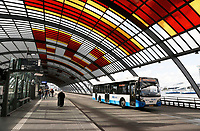 Nederland Amsterdam 2017. Het busstation achter Centraal Station. GVB bus. Foto Berlinda van Dam / Hollandse Hoogte