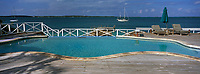 Iles Bahamas /Ile d'Eleuthera/Harbour Island : Piscine et ponton de l'Hotel Romora Bay - Vue sur l'océan Atlantique //  Bahamas Islands / Eleuthera Island / Harbor Island: Pool and Pier at Hotel Romora Bay - Atlantic Ocean View