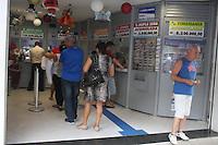 SÂO PAULO, SP, 10.12.2014 -MEGA SENA - Movimentação em casa lotérica no Bairro do Ipiranga Zona Sul da Capital,com a Mega Sena acumulada o sorteio corre  hoje as :(Foto: Carlos Pessuto / Brazil Photo Press).