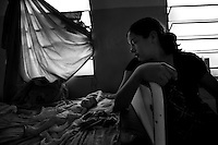 Statistics do not correspond to the reality of the maternity wards, where half of the mothers are usually minor. - Las estadísticas no se corresponden con lo que muestran las salas de maternidad, donde la mitad de las madres suelen ser menores de edad. Paraguay is along with Haiti, the country with more babies death during their delivery. The country also leads the statistics of young mothers.On the other side, ilegal abortion is the main cause of death of women under 19 years old.