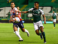 PALMIRA - COLOMBIA, 02-09-2018: Darwin Andrade (Der) del Deportivo Cali disputa el balón con James Sanchez Altamiranda (Izq) de Atlético Junior durante partido por la fecha 7 de la Liga Águila II 2017 jugado en el estadio Palmaseca de Cali. / Darwin Andrade (R) player of Deportivo Cali fights for the ball with James Sanchez Altamiranda (L) player of Atletico Junior during match for the date 7 of the Aguila League II 2017 played at Palmaseca stadium in Cali.  Photo: VizzorImage/ Nelson Rios / Cont