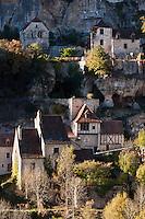 Europe/Europe/France/Midi-Pyrénées/46/Lot/Rocamadour: Les maisons à flan de rocher du bas du village