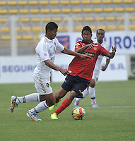 BOGOTA- COLOMBIA -06 -09-2014: Jorge Ramos (Izq.) jugador de Fortaleza FC disputa el balón con Cristian Marrugo (Der.) jugador de Deportivo Independinete Medellin durante partido entre Fortaleza FC y Deportivo Independinete Medellin por la fecha 8 de la Liga Postobon II 2014, jugado en el Metropolitano de Techo de la ciudad de Bogota. / Jorge Ramos (L) player of Fortaleza FC vies for the ball with Cristian Marrugo (R) player of Deportivo Independinete Medellin during a match between Fortaleza FC and Deportivo Independinete Medellin for the date 8th of the Liga Postobon II 2014 at the Metropolitano de Techo Stadium in Bogota city. / Photo: VizzorImage  / Luis Ramirez / Staff.