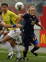 Anna Sjoestrom(Sweden) v Simone(Brazil) 2003 WWC Brazil/Sweden quarter final.