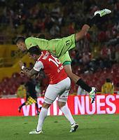 BOGOTÁ -COLOMBIA-4-JUNIO-2016.Guido Di Vanni (Izq.) de Santa Fe   disputa el balón con Jose Moya (Izq.) del Cortuluá  durante partido por los cuartos de final-cuartos vuelta de la  Liga Águila I 2016 jugado en el estadio Nemesio Camacho El Campin de Bogotá./ Guido Di Vanni (L) of Santa Fe  fights for the ball withJose Moya (R) of Cortuluá  during the match for the date match quarterfinal round end-quarters of Liga Aguila  2016 I Liga played at the Nemesuio Camacho El Campin in Bogota. Photo: VizzorImage / Felipe Caicedo / Staff