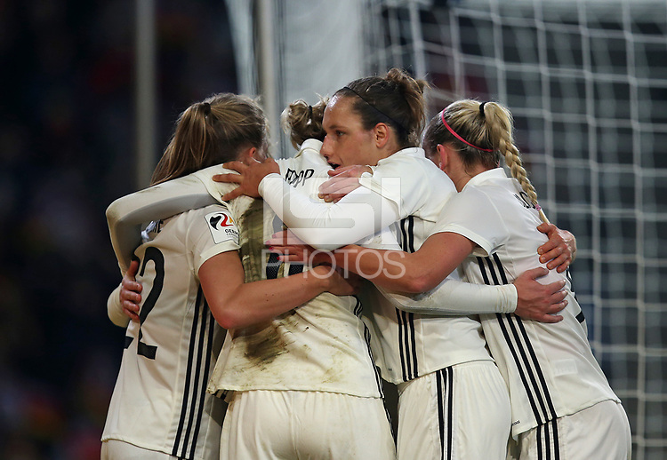 24.11.2017, Football Frauen Laenderspiel, Germany - France, in der SchuecoArena Bielefeld. Jubel Germany celebrates scoring to 2:0 *** Local Caption *** © pixathlon +++ tel. +49 - (040) - 22 63 02 60 - mail: info@pixathlon.de<br /> <br /> +++ NED + SUI out !!! +++