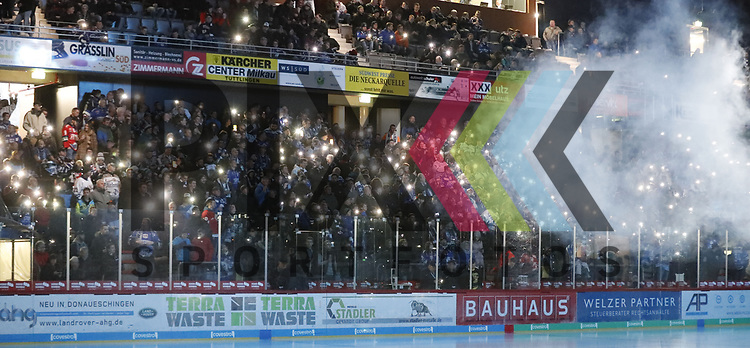 1. Advent! beim Spiel in der DEL, Schwenninger Wild Wings (blau) - Krefeld Pinguine (weiss).<br /> <br /> Foto © PIX-Sportfotos *** Foto ist honorarpflichtig! *** Auf Anfrage in hoeherer Qualitaet/Aufloesung. Belegexemplar erbeten. Veroeffentlichung ausschliesslich fuer journalistisch-publizistische Zwecke. For editorial use only.