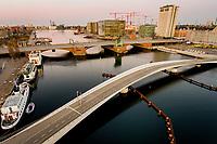Corona Lockdown. Billeder fra havnen omkring Langebro i København mellem 6 og 7 mandag den 6. april. Foto: Jens Panduro