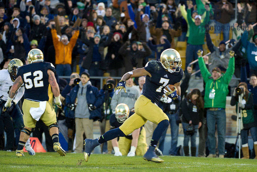 Nov. 3, 2012; Wide receiver TJ Jones charges to the end zone for a fourth quarter touchdown against Pittsburgh. Photo by Barbara Johnston/University of Notre Dame