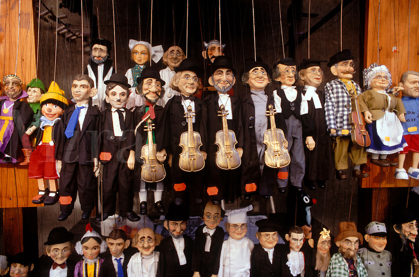PUPPETS of JEWISH MUSICIANS for sale in the OLD JEWISH QUARTER of PRAGUE - CZECH REPUBLIC
