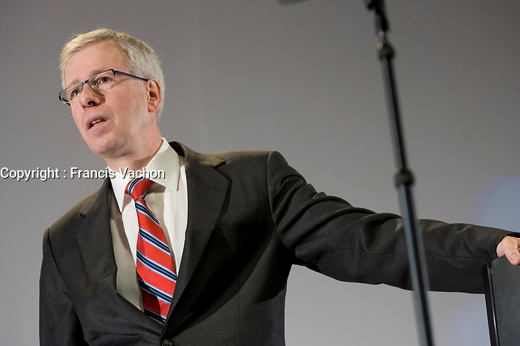 Stephane Dion, Member of Parliament for the Liberal Party of Canada, talks at the Federation of Canadian Municipalities (FCM) congress in Quebec city Sunday June 1, 2008.<br /> <br /> PHOTO :  Francis Vachon - Agence Quebec Presse