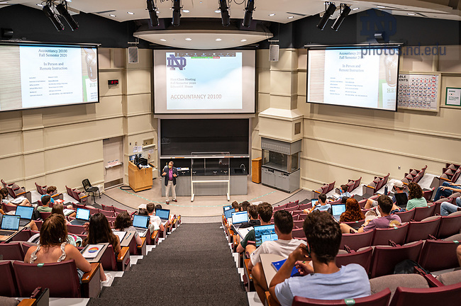 August 10, 2020; Ed Hums gives instructions in his accountancy class in DeBartolo on the morning of the first day of fall semester 2020. (Photo by Matt Cashore/University of Notre Dame)