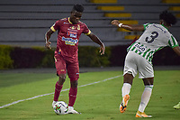 IBAGUE - COLOMBIA, 30-03-2021: Andrey Estupiñan del Tolima disputa el balón con Juan David Cabal de Nacional durante partido entre Deportes Tolima y Atlético Nacional por la fecha 16 como parte de la Liga BetPlay DIMAYOR I 2021 jugado en el estadio Manuel Murillo Toro de la ciudad de Ibagué. / Andrey Estupiñan of Tolima struggles the ball with Juan David Cabal of Nacional during match between Deportes Tolima and Atletico Nacional for the date 16 as part of BetPlay DIMAYOR League I 2021 played at Manuel Murillo Toro stadium in Ibague. Photo: VizzorImage / Joan Orjuela / Cont