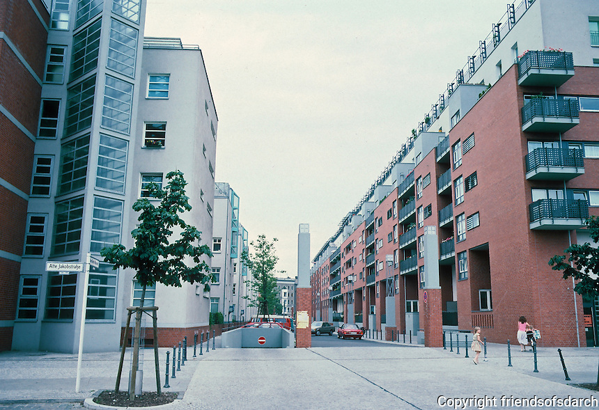 Berlin: IBA Housing, 1984-86. Hans Kollhoff & Arthur Ovaska. (See DOMUS, July -Aug. '87.) Photo '88.