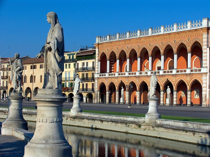 Prato della Valle, canal and Loggia Amulea, Padova Ital