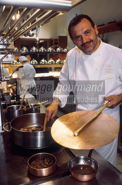 "Europe/Italie/Ombrie/Civitella del Lago : Restaurant ""Vissani"" - Gianfranco Vissani dans sa cuisine"