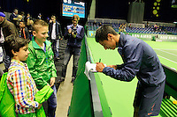 09-02-13, Tennis, Rotterdam, qualification ABNAMROWTT, Fabian van der Lans signs autographs