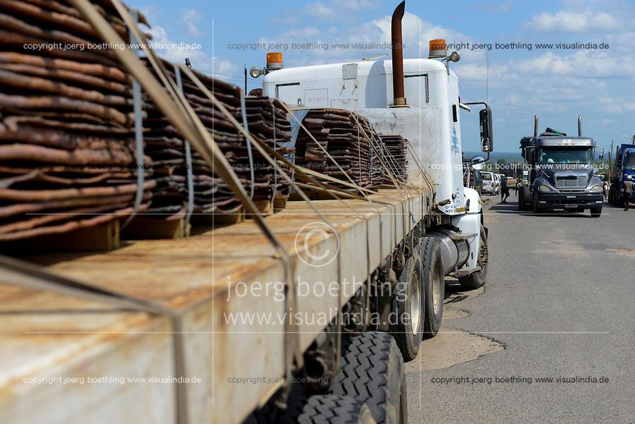 MOZAMBIQUE, Beira corridor, highway EN6, transport of copper plates by trucks from Zambia copperbelt to port Beira for Export to China / MOSAMBIK, Beira Korridor, LKW Transport mit Kupferplatten von Sambia´s Kupferminen zum Hafen Beira fuer Export nach China