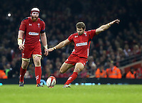 Pictured: Leigh Halfpenny of Wales (R) scores three points with another kick, making the score 6-3 to his team Saturday 29 November 2014<br />