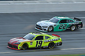#19: Brandon Jones, Joe Gibbs Racing, Toyota Supra Menards/Atlas, #22: Austin Cindric, Team Penske, Ford Mustang MoneyLion