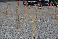 CURITIBA, PR, 25.04.2021 Ato das cruzes- Ato das cruzes, em memoria das vitimas da pandemia do coranavirus e de repúdio ao governo de Bolsonaro,nesse domingo(25), na praça Tiradentes em Curitiba.