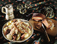 Europe/France/Alsace/67/Bas-Rhin/Strasbourg: Choucroute alsacienne et vin blanc
