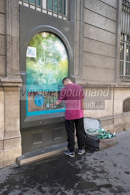 """Europe / Ile de France / 75011/Paris :   Fontaine """" Eau de Paris"""" Mairie du XI  avenue Parmentier  // Europe / Ile de France / 75011 / Paris: Fountain """"Eau de Paris"""" City hall of XI avenue Parmentier"""