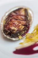 Europe/France/Bretagne/56/Morbihan/Lorient: Restaurant: Une Table à Lorient - L'ormeau dans sa coquille avec sa julienne d'endive