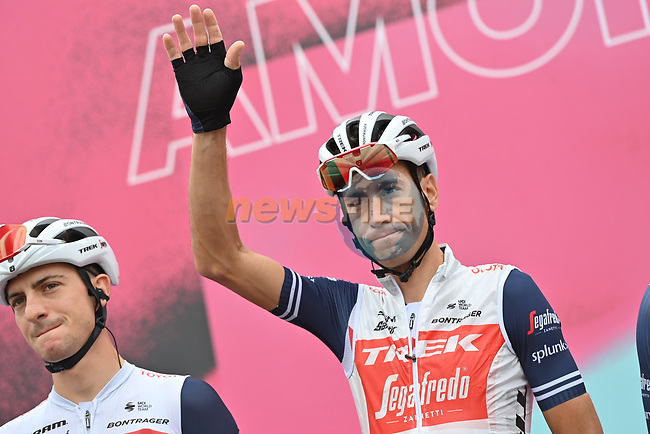 Vincenzo Nibali (ITA) Trek-Segafredo at sign on before the start of Stage 5 of the 103rd edition of the Giro d'Italia 2020 running 225km from Mileto to Camigliatello Silano, Sicily, Italy. 7th October 2020.  <br /> Picture: LaPresse/Gian Mattia D'Alberto | Cyclefile<br /> <br /> All photos usage must carry mandatory copyright credit (© Cyclefile | LaPresse/Gian Mattia D'Alberto)